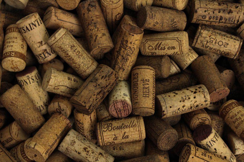 Lager og oprydningslag SPAR op til 54% på økologiske og biodynamiske vine Photo by John Murzaku on Unsplash